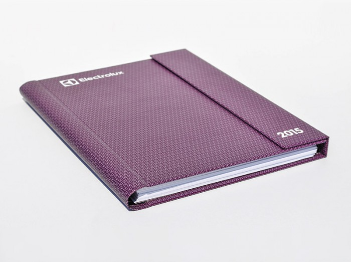 Agenda with magnetic closure